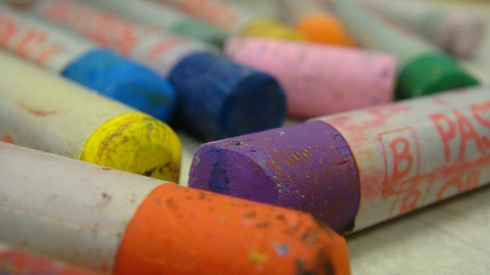 what is the difference between oil and soft pastels art